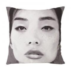 Cushion japanese portrait